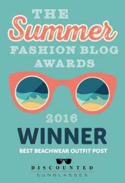 badge-winner-best-beachwear-outfit-post2