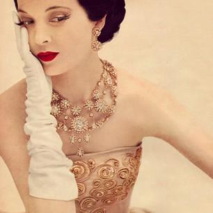Christian-Dior-dress-1951.-Photo-by-Karen-Radkai