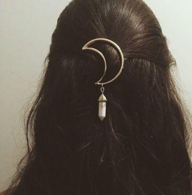 vintage-women-alloy-moon-hair-clip-natural